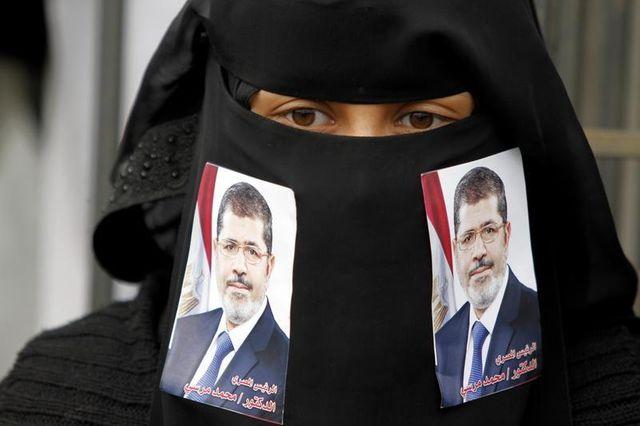 """l'ex-président morsi en procès en égypte pour """"complot terroriste"""""""