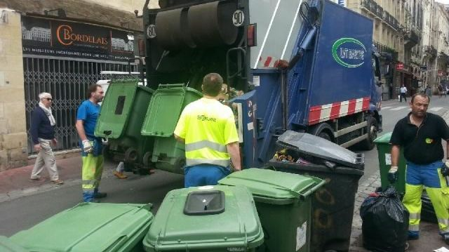 Beaucoup de travail pour les éboueurs lors du 1er ramassage privé des ordures