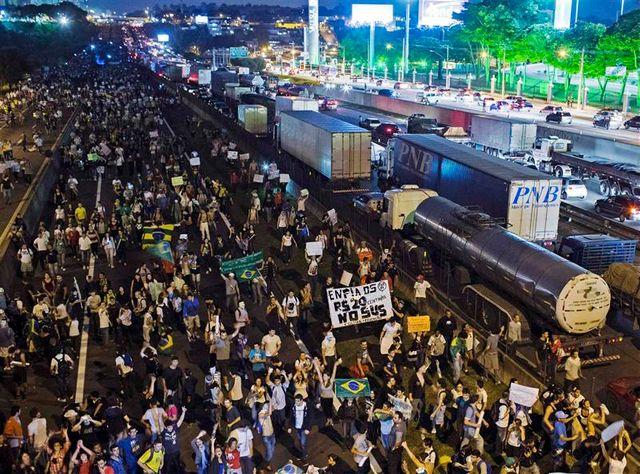 les brésiliens de plus en plus nombreux dans les rues