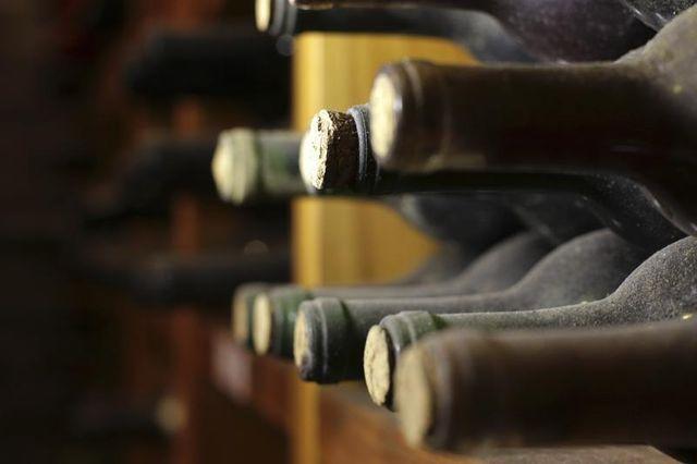 la vente des vins de l'elysée rapporte 500.000 euros