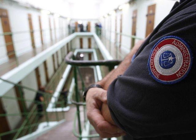 les surveillants de prison protestent contre leurs conditions de travail