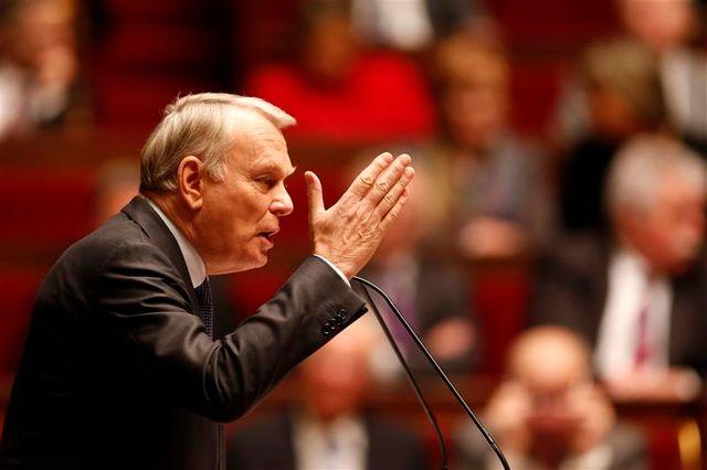 l'opposition tente d'exploiter le manque d'autorité supposé de jean-marc ayrault