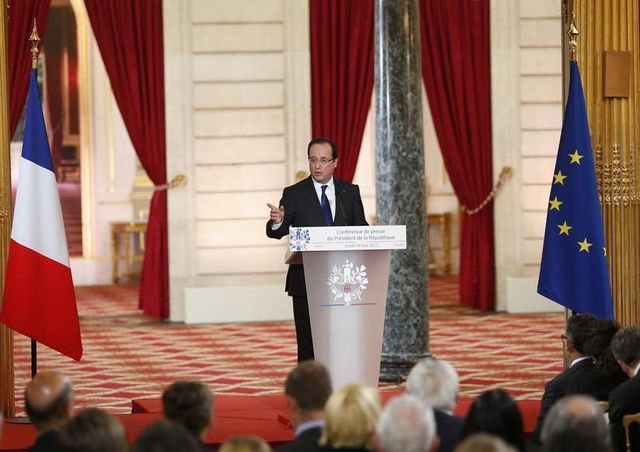 """françois hollande décline une """"offensive"""" à l'échelle européenne"""