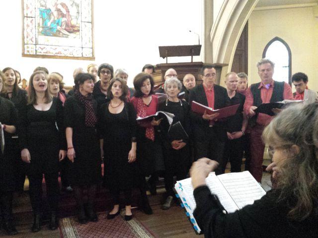 La chorale du Delta dirigée par Coline Serreau