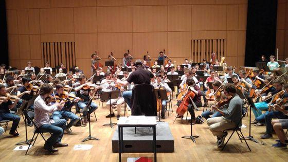 Dans l'auditorium du CRR de Paris, les musiciens de l'OJIF se retrouvent pour la première fois autour de David Molard ©AdeLaleu/RadioFrance