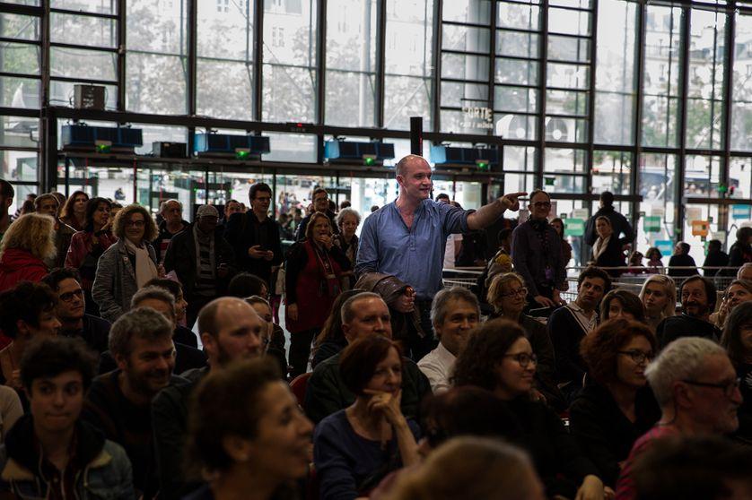 Une session d'insultes littéraires : des répliques fusent depuis le public