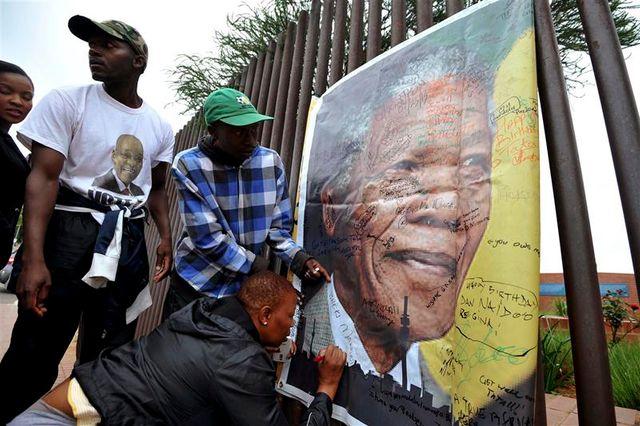 l'afrique du sud pleure nelson mandela