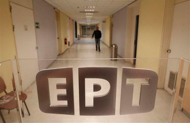 le premier ministre grec fait un geste après la fermeture de l'ert