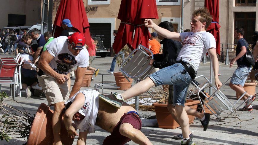 Des affrontements entre supporters russes et anglais à Marseille.