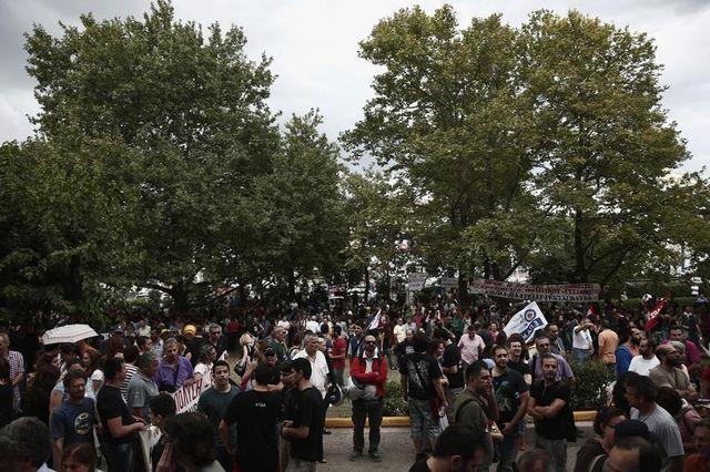grève générale en grèce après l'arrêt de la télévision publique