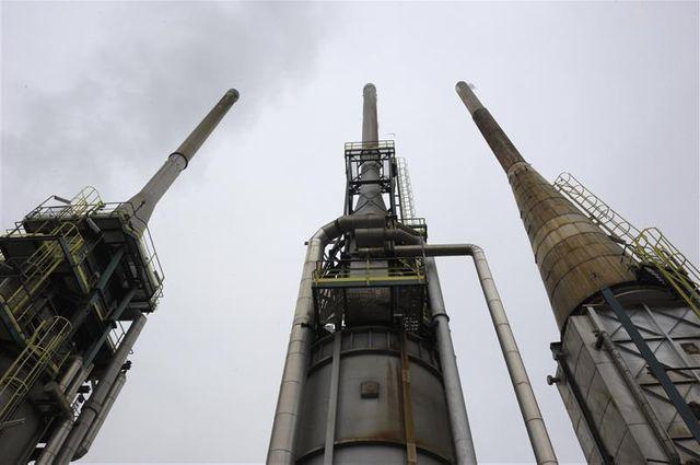 la raffinerie petroplus de petit-couronne autorisée à poursuivre son activité