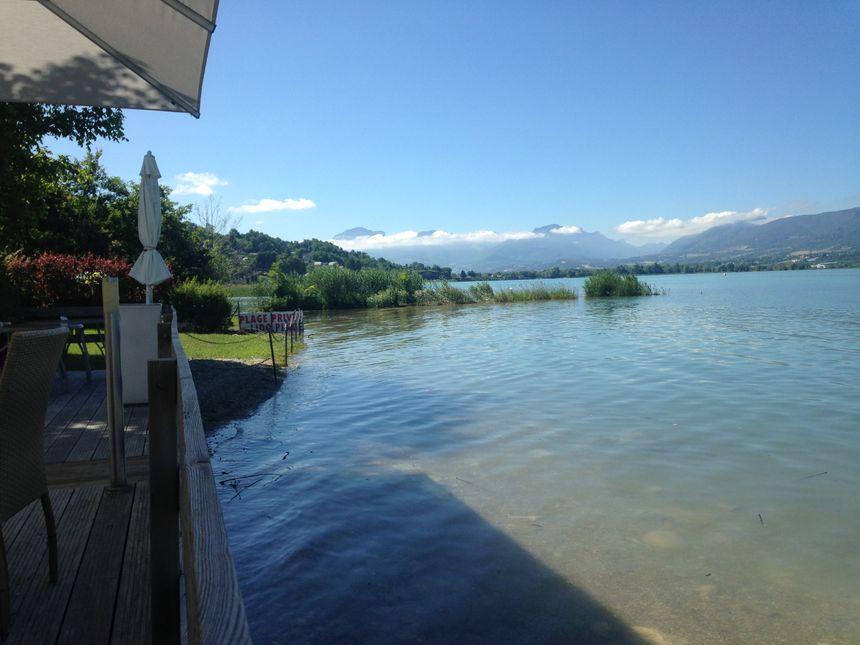 """La terrasse du restaurant """"le Lido"""" à Tresserve"""