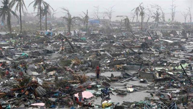 la ville de tacloban dévastée par le typhon aux philippines