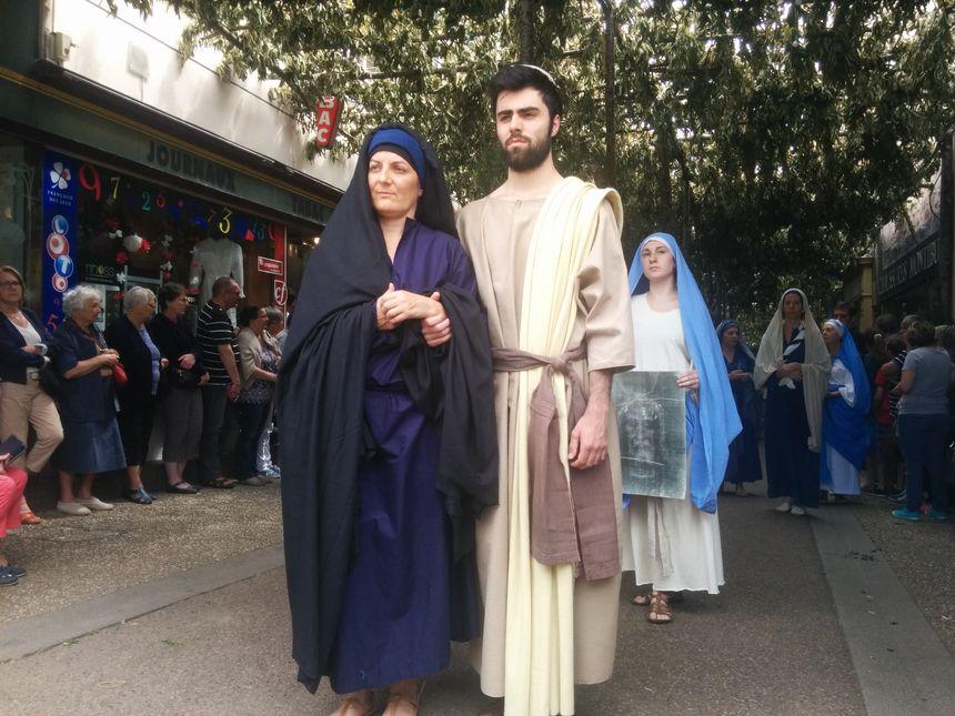 La procession est notamment passée sous la forêt reconstituée de Comodoliac.