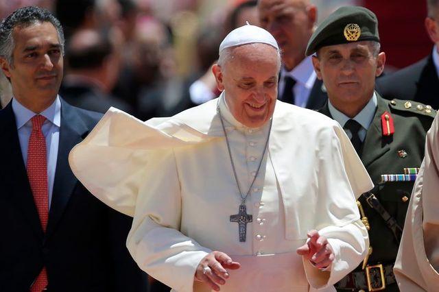 voyage hautement politique du pape françois au proche-orient