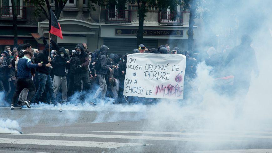 Une nouvelle fois les casseurs ont perturbé la manifestation.