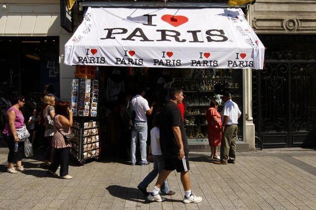 vers une ouverture des commerces le dimanche à paris