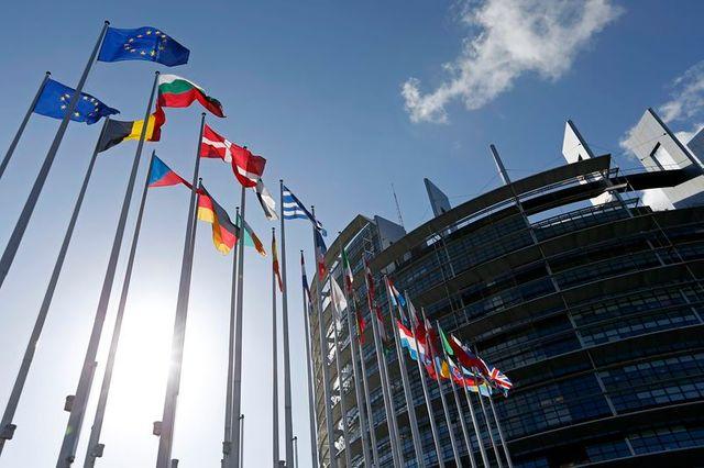 le ppe donné vainqueur avec 211 sièges au parlement européen