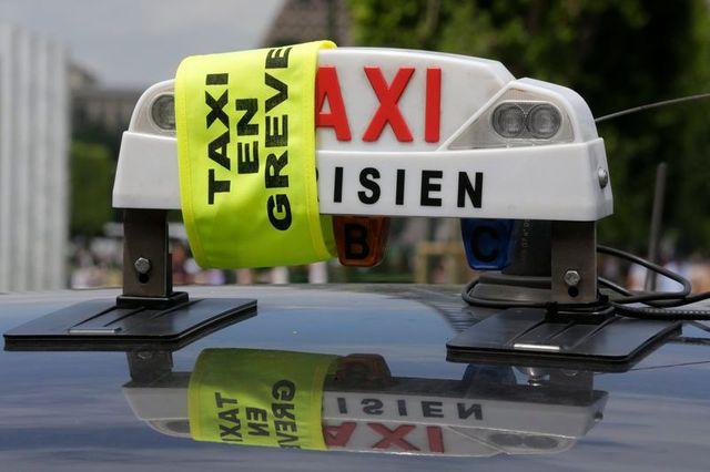"""""""opérations escargot"""" des taxis"""