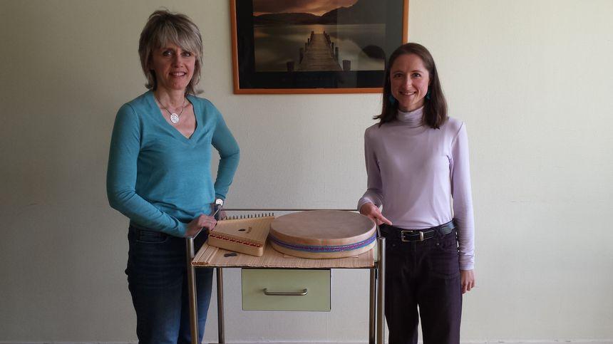 Nathalie et Cathy Lefebvre autour de 2 instruments
