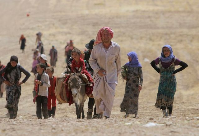 des milliers de yazidis d'irak ont réussi à fuir sinjar