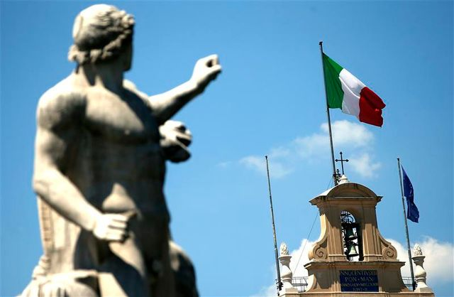 incertitude politique en italie après la condamnation de silvio berlusconi