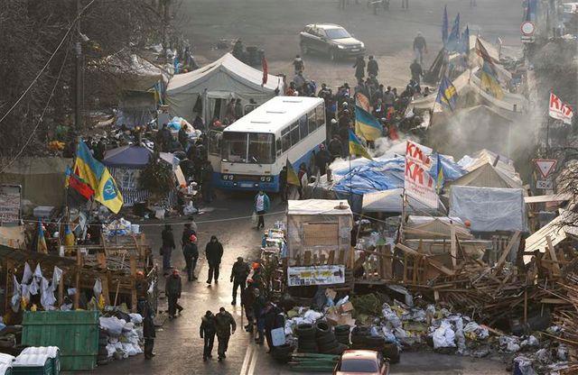 échanges de tirs entre manifestants et policiers à kiev