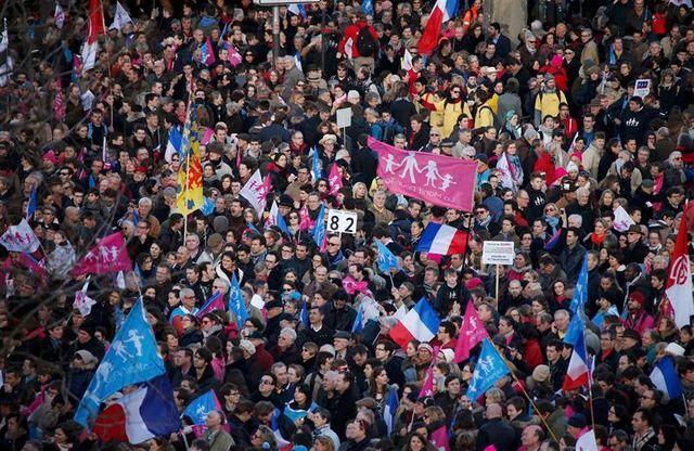 """""""la manif pour tous"""" mobilise contre la politique familiale du gouvernement"""