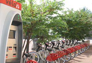 Une station Vélo' v à Lyon