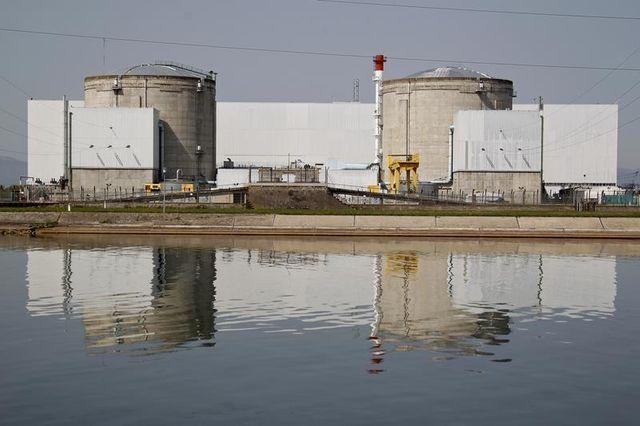 greenpeace estime que dix réacteurs nucléaires doivent être fermés d'ici 2017