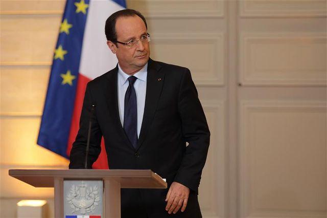 paris veut distinguer son intervention au mali de la défense passée de certains régimes africains contestés
