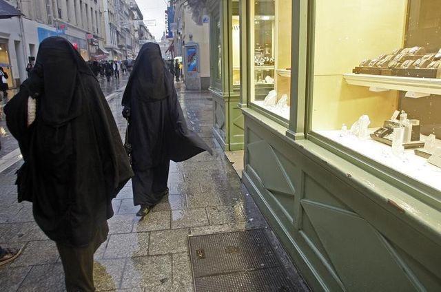 la cedh valide la loi française sur l'interdiction de la burqa dans l'espace public