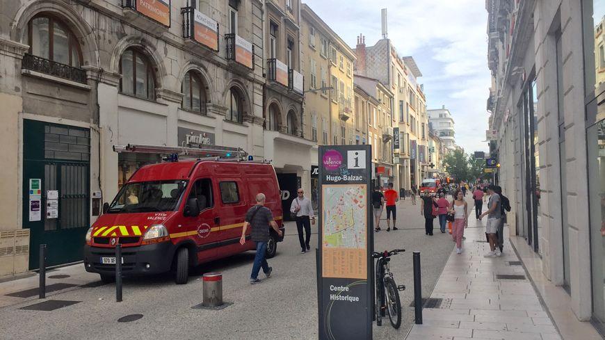 Valence : un vigile du centre commercial Victor-Hugo agressé à coups ...