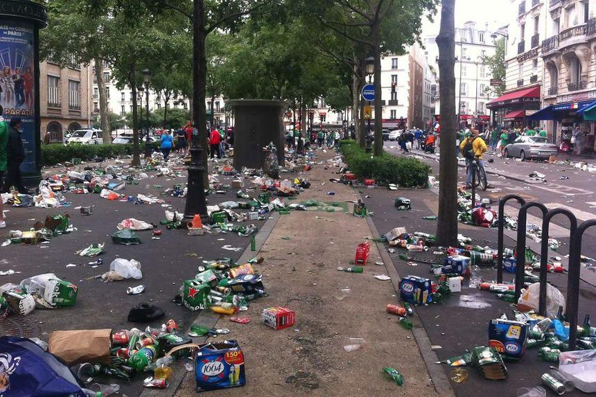 Le boulevard de Clichy, un lendemain de match.