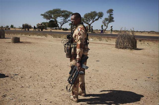 deux mille militaires français actuellement déployés au mali