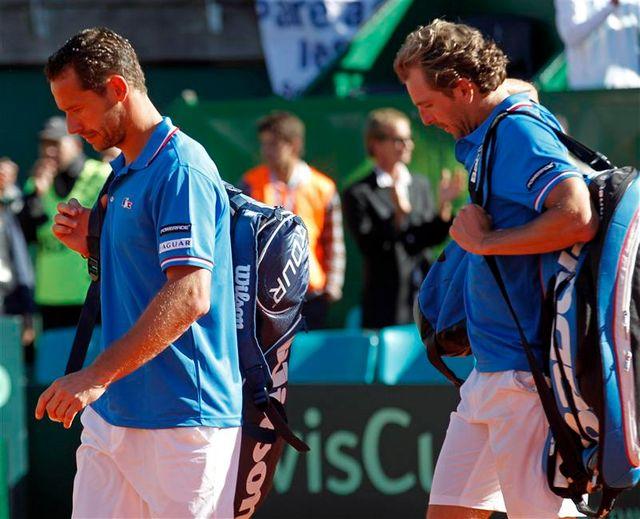 la france, menée 2-1 par l'argentine en quarts de la coupe davis, veut garder espoir