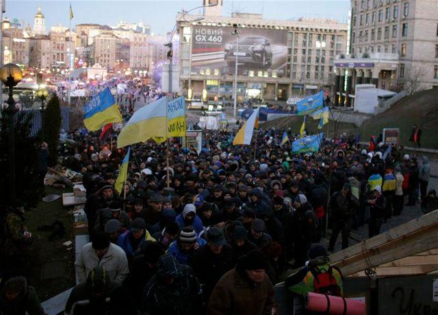 viktor ianoukovitch se rend en chine, laissant une ukraine en pleine crise