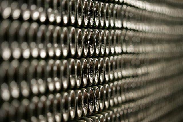 environ 1.200 bouteilles de vin de l'élysée mis aux enchères fin mai