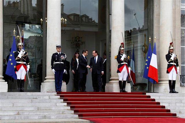 françois hollande veut se distinguer de nicolas sarkozy et rompre avec l'austérité