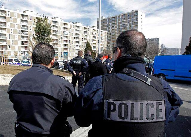 des crs et des gendarmes supplémentaires vont être envoyés à marseille
