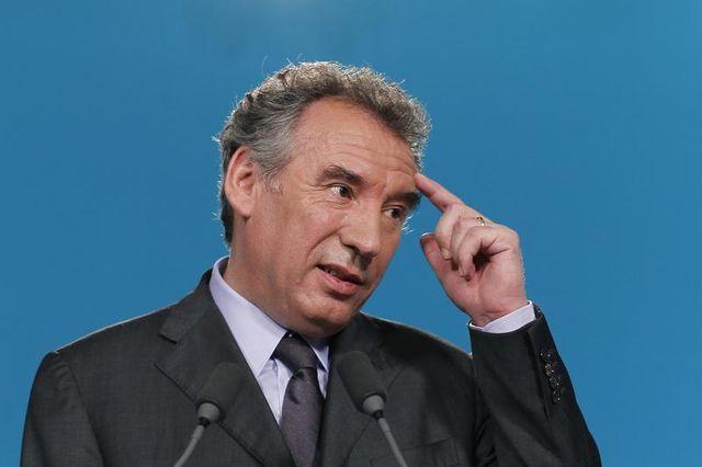 françois bayrou prône l'unité nationale