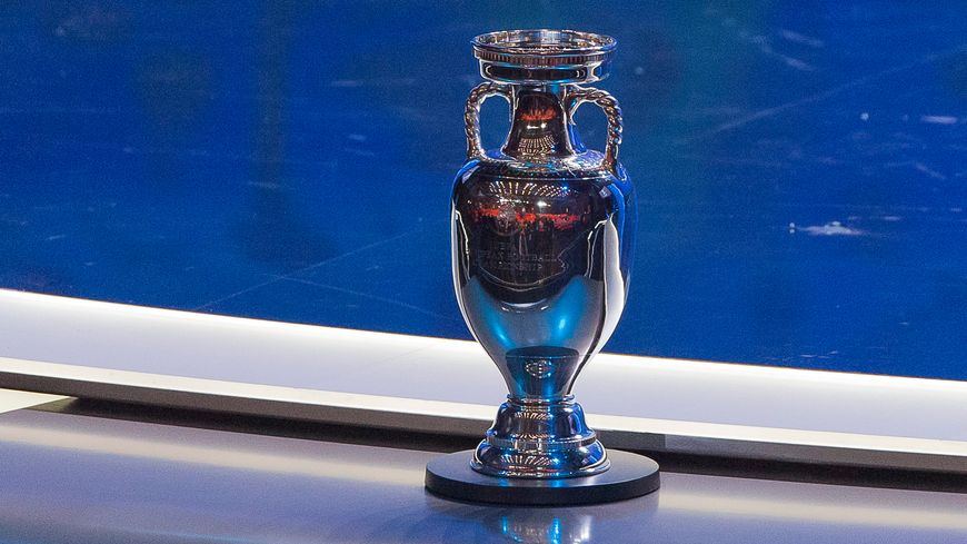 Qui soulèvera le trophée le 10 juillet 2016 ?