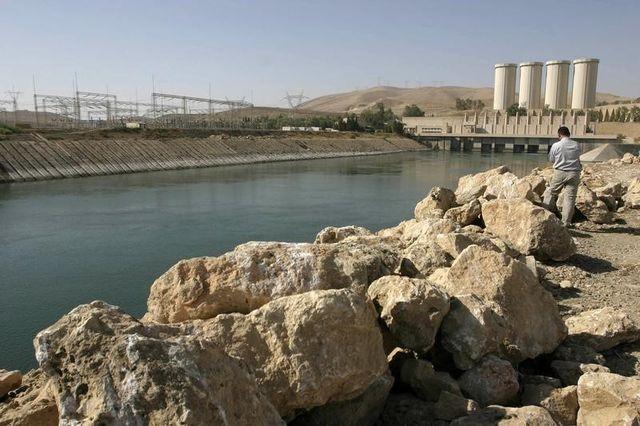 le barrage de mossoul repris par les forces kurdes et irakiennes