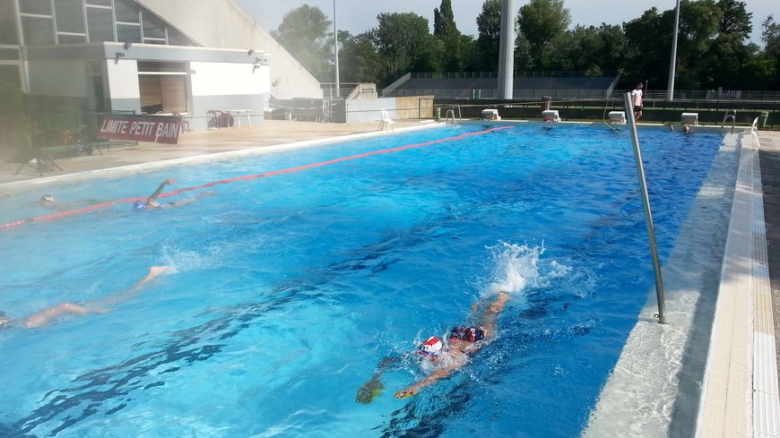 Deux piscines de plein air pour le grand avignon avec la for Piscine le pontet