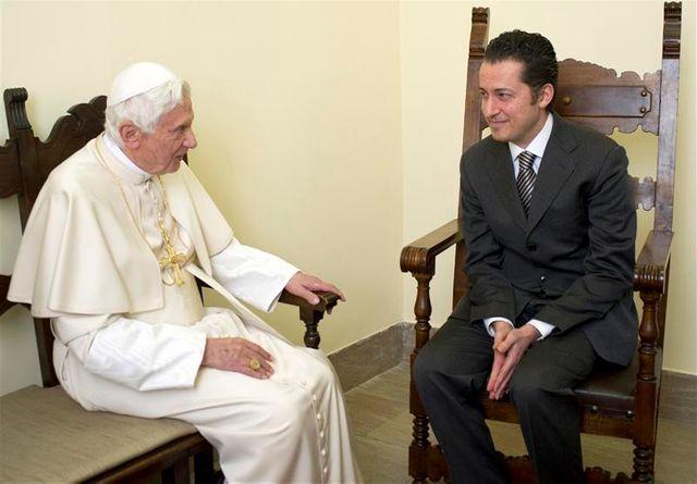 le pape gracie son ancien majordome condamné pour vol