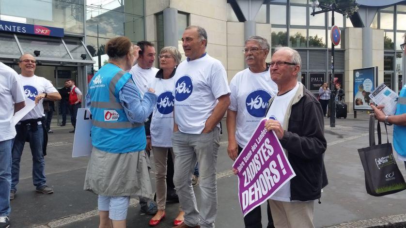 Un comité d'accueil contre les opposants au projet d'aéroprt