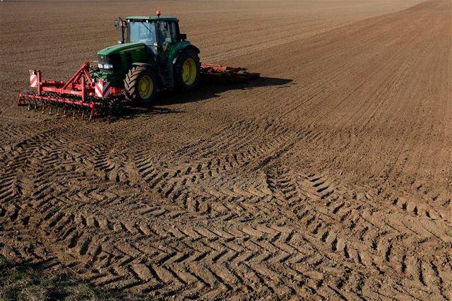 démantèlement d'un trafic international de tracteurs volés