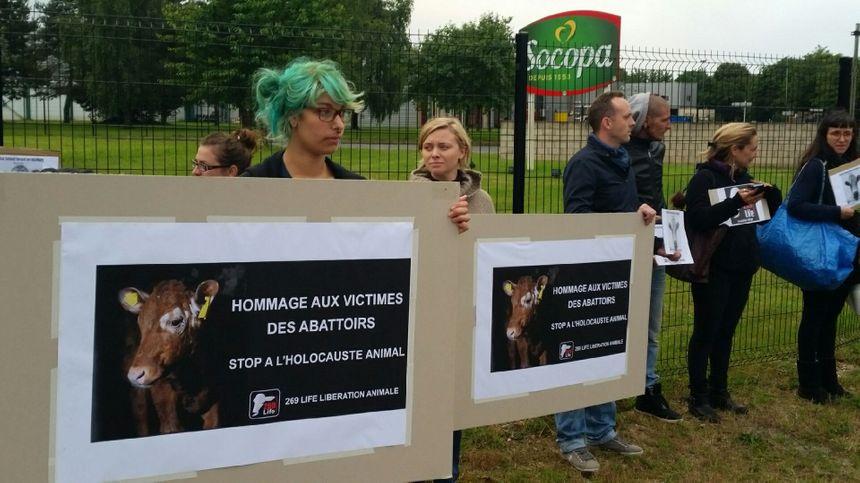 L'action était relayée devant une trentaine d'abattoirs en France