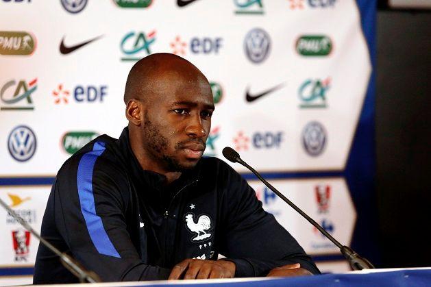 Eliaquim Mangala à la conférence de presse de l'équipe de France en mai 2016