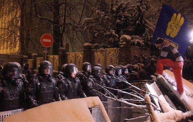 barricades dans la capitale ukrainienne kiev